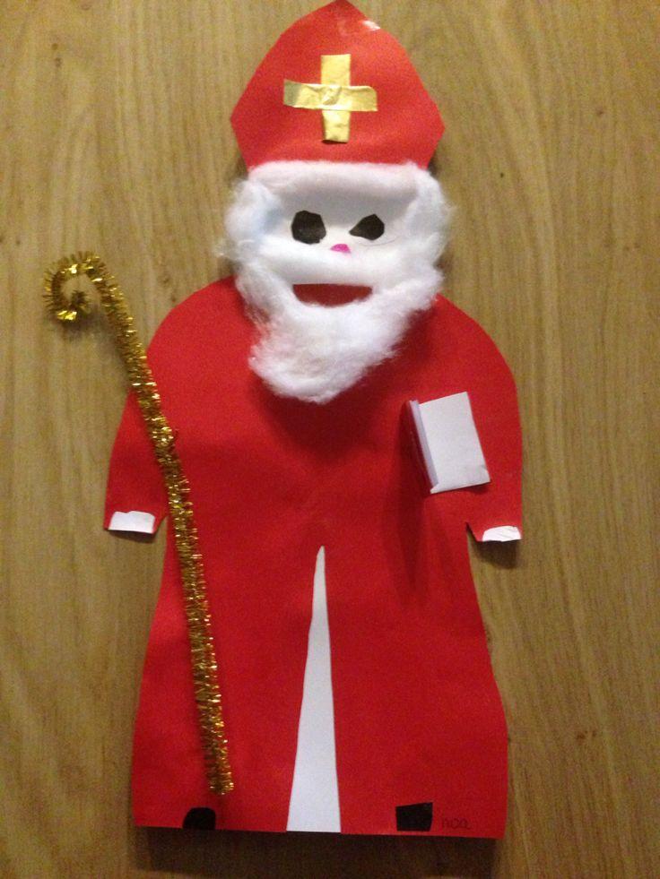 Sinterklaas met staf en boek