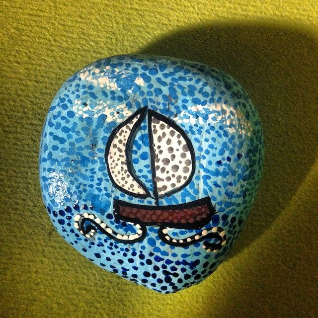 #taş #taşboyama #taşsanatı #stoneart #stonepainting #rockart #rockpainting #deniz #gemi #mavi #noktalar