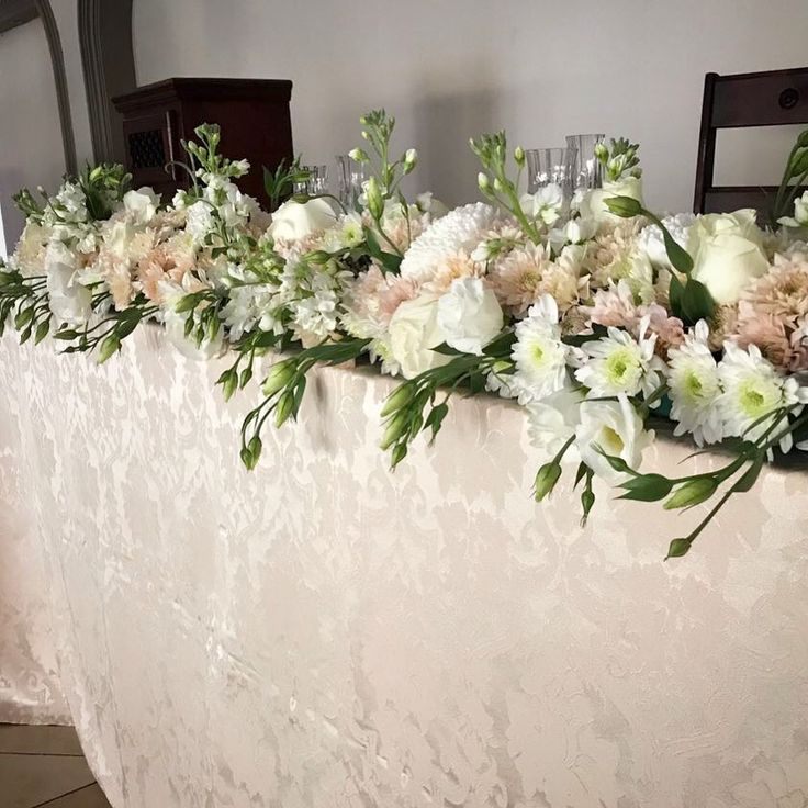 A beautiful headtable design by Bliss Floral Creations. It featured all whites and creams #wedding #flowers