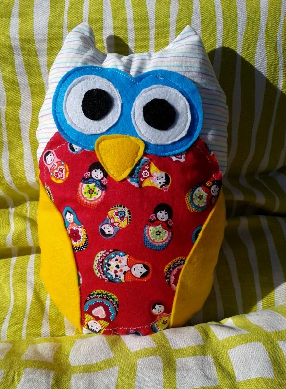 handmade pillow owl by cotton fabric and felt.size 20cm X 28cm