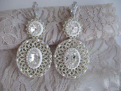 Купить или заказать Свадебные серьги 'White lace' в интернет-магазине на Ярмарке Мастеров. Ажурные, нежные и совершенно невесомые серьги, созданы для прекрасной невесты! Идеальное сочетание хрустальных кристаллов, жемчуга и бусин Swarovski, в ажурном переплетении с драгоценным японским бисером. Воздушные, словно кружево, изящные серьги прекрасно дополнят свадебный наряд и сделают любую невесту неотразимой! На заказ возможна любая цветовая гамма!