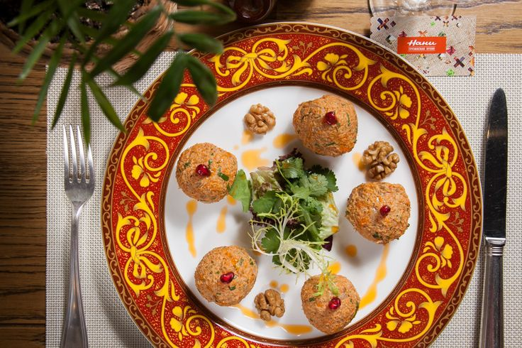 Пхали из тыквы и моркови - пошаговый рецепт с фото: Яркая и вкусная закуска. - Леди Mail.Ru морковь  300 г тыква  600 г масло оливковое  30 г чеснок (очищенный)  15 г аджика  на кончике ножа соль  по вкусу хмели-сунели  щепотка грецкий орех (очищенный)  180 г лук  50 г кинза  по вкусу розмарин  по вкусу