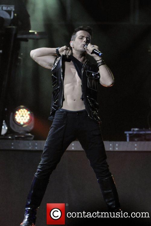 Good Lord there is a God..... Joey McIntyre