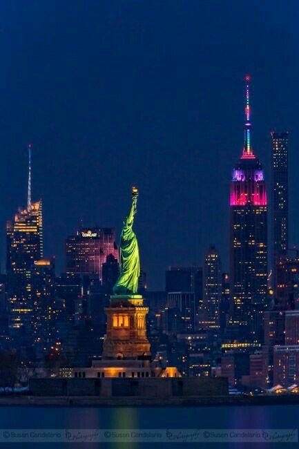 Vista panorámica de la Estatua de la Libertad en la ciudad de Nueva York, USA.