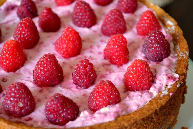 Tort with rasberry, white chocolate and almond. The best of! :)
