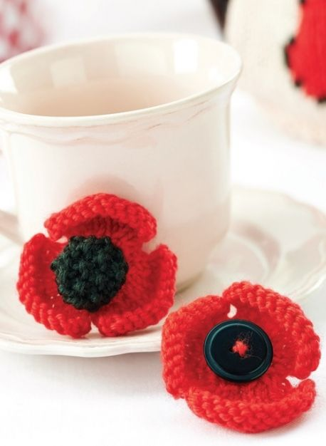 Remembrance Poppy Brooches.   Let's Knit http://www.letsknit.co.uk/free-knitting-patterns/remembrance-poppy-brooches