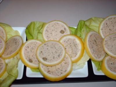 Fette di limone con mousse di tonno