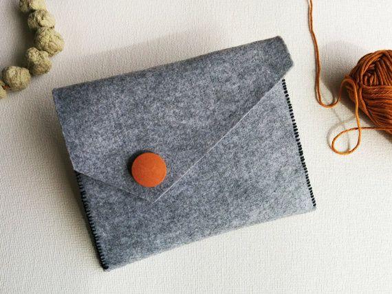 Grey felt clutch felt coin purse felt wallet Make up bag - Handmade by #SweetAndMellow #Clutch #Handmade #Felt #Grey