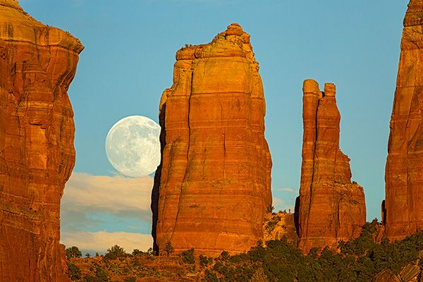 Located off I-17 between Phoenix and Flagstaff, Arizona, the magnificent red rock buttes and cliffs of Sedona inspire and beckon adventurers. www.sharetheexperience.org photo by Robert Shuman