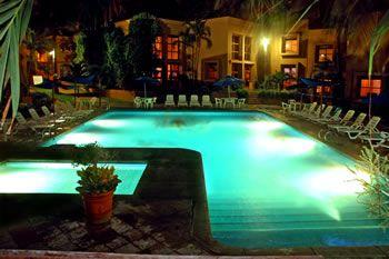 Pool at night, Villas El Rancho Hotel Mazatlan en Mazatlán, Sinaloa