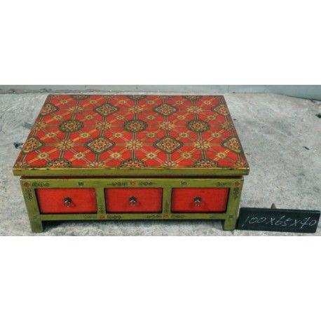 Table basse tibétaine avec 3 tiroirs traversants. Dim : L100xP65xH40 cm. Origine : TIBET. Frais ecotax inclus. Commande sur mesure. Rêve d'Asie. Suisse.