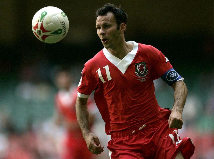 Ryan Giggs (Gales) http://mukapoker.net/agen-poker-terpercaya-varane-puji-benitez/