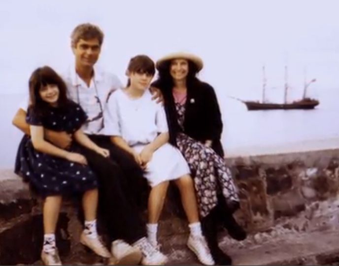 Young Zooey & Emily Deschanel with their parents | Zooey ...