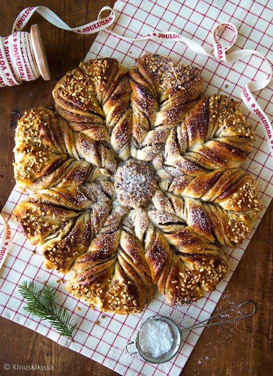 Kanelipulla on yksi parhaimpia leivonnaisia, mitä on olemassa. Siksi pullaa on ihanaa saada joulunakin, se kuului traditioon jo lapsuudessani. Äiti teki usein perinteisiä pullaukkoja ja -akkoja rusinasilmineen. Itse pidän kuitenkin vaihtelusta ja tykkään leipoa aina erinäköisen joulupullan. Viime vuonna se oli kuusi ja loppiaiskranssi, joskus olen tehnyt myös pienistä rullista muodostuvan pullarinkilän. Bostonkakku on myös […]