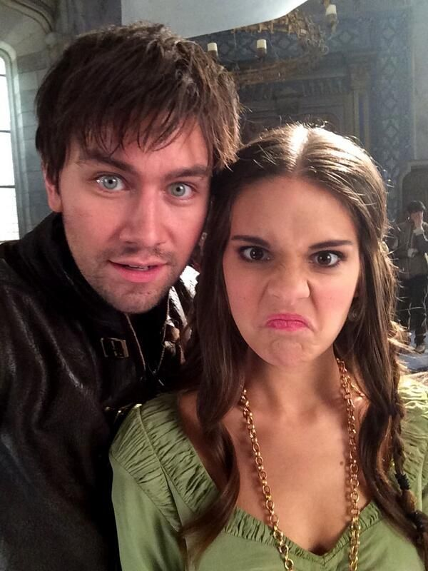 Behind the scenes on Reign with Bash (Torrance Coombs) and Kenna (Caitlin Stasey) #Reign