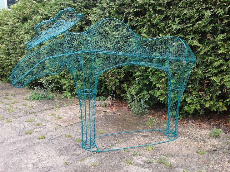 łoś- konstrukcja do rzeźby roślinnej- postaw w ogrodzie, posadź pnącze lub krzew, pielęgnuj,przycinaj i ciesz się efektemzielonej żywej rzeźby w Twoim ogrodzie