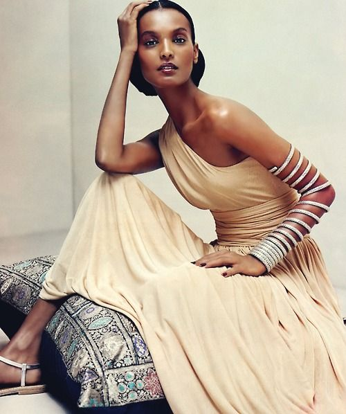 Liya Kebede is such a beautiful woman. http://www.misskrizia.com