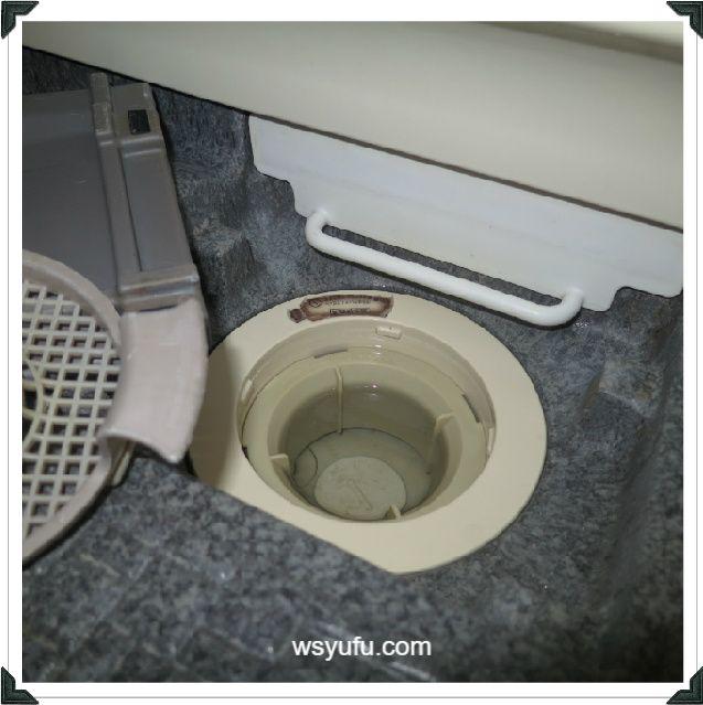 お風呂掃除の難敵 ゴムパッキン黒カビの落とし方は150円キッチンハイターパックでok 風呂掃除 掃除 黒カビ
