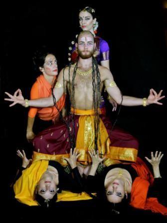 Sivasakti Kalánanda Táncszínház, Somi Panni, Az idő ura, bemutató. Modern dance mixed bharatanatyam dance choreography with indian gods on Budapest. By Somi Panni dance artist, choreographer.