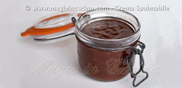 CREMA SPALMABILE AL CIOCCOLATO E NOCCIOLE I | http://www.magieincucina.com/ricette-dolci/crema-spalmabile-al-cioccolato-e-nocciole-i/