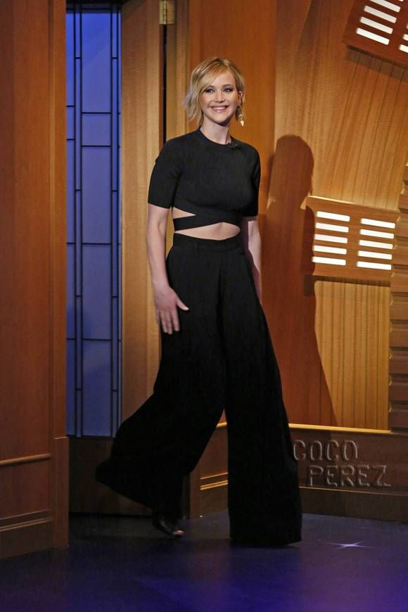 Jennifer Lawrence's Abs Play Peekabo On Late Night With Seth Meyers!