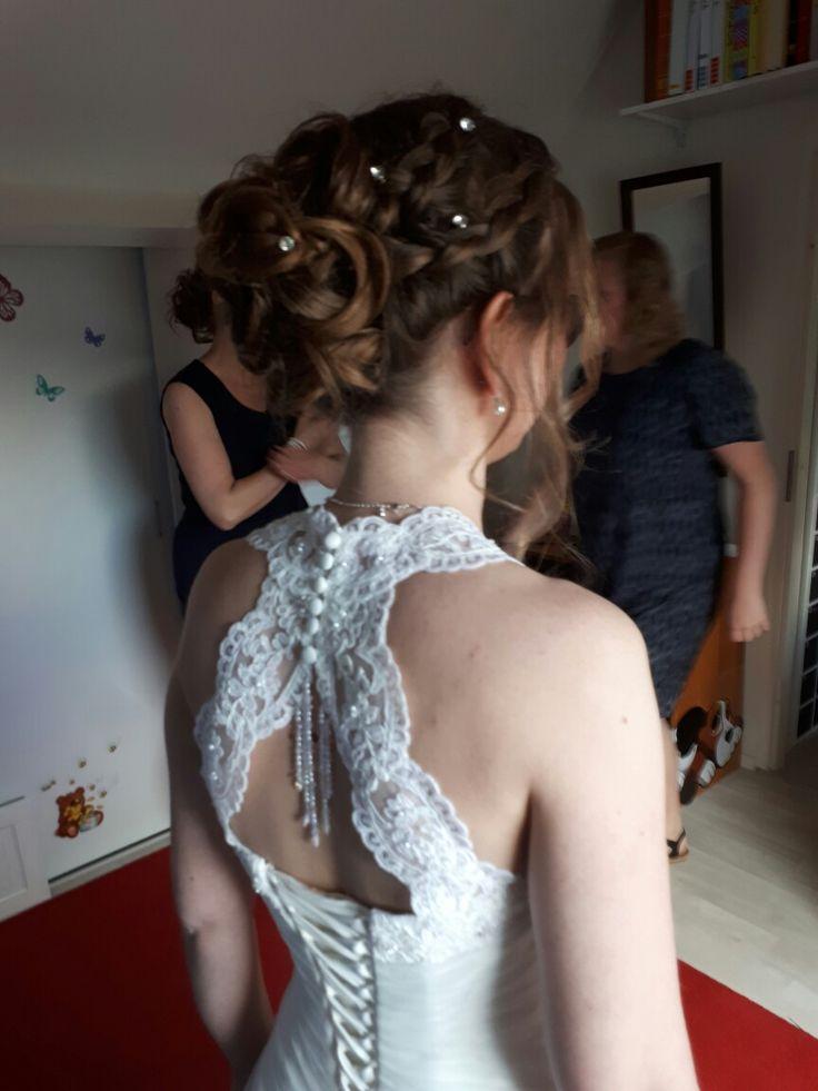 20-5-2017 #Bruid Maaike #Baarn #bruidskapsel #bruidsmakeup aan huis #wimperextensions #Gellak compleet pakket #Gellak #bridal #bridalstyling #bridalhair #vlechten laag #opgestoken https://hairclusief.nl