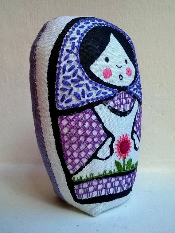 Violeta Mora  matrioska de tela impresa a mano y por Gineceo, $25.00