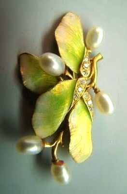Art Nouveau enamel leaf pin in gold with diamonds and pearls.