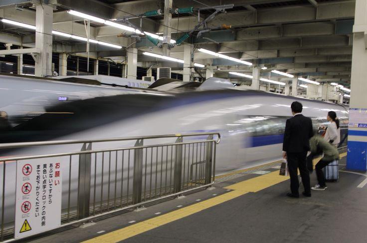 Shinkansen N500 coming enter the platform