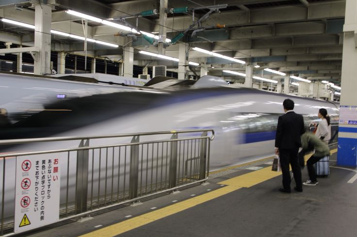 Shinkansen N500 coming enter the platform