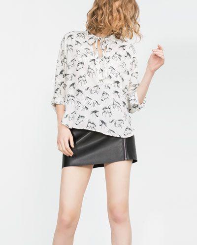 Imagem 2 de BLUSA ESTAMPADA COMPRIMENTO DESIGUAL da Zara