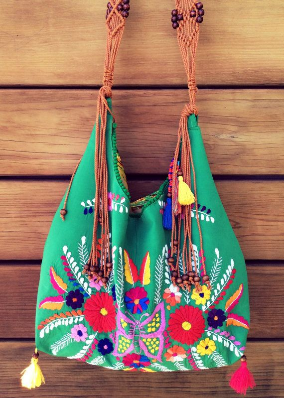Bolso con hermoso bordado floral mexicano unica por PureLoveMex