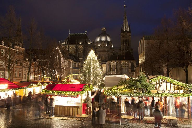 Aachener Weihnachtsmarkt Mehr als 1,5 Millionen Besucher pilgern mittlerweile jährlich nach Aachen auf den Weihnachtsmarkt. Doch trotz der Größe finden sich unter dem Dom ausreichend gemütliche Ecken