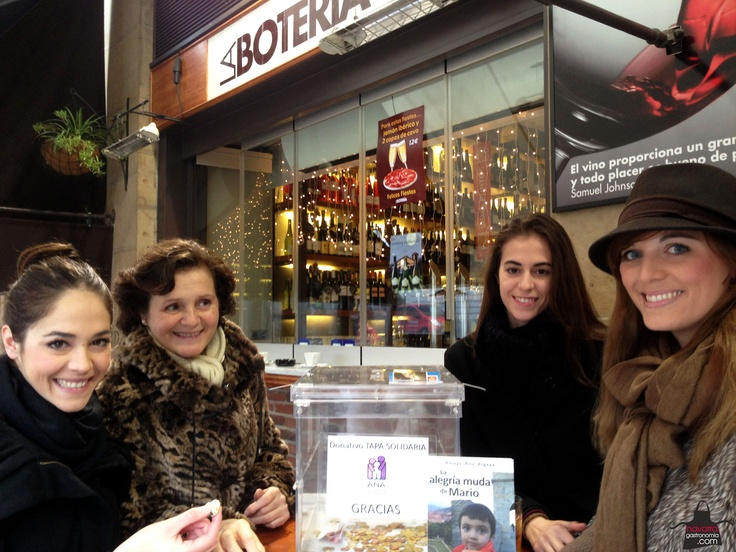 Recordamos la #TapaSolidaria que nos tomamos junto a @BarbaraOteiza la chica @MartiniSpain en la #Botería @hostnavarra @autismonavarra Gracias por acompañarnos! ;)