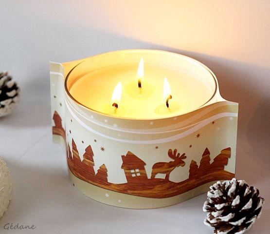 du joli papier épais coupé et collé autour d'une bougie, simple comme un Noël doux et chaleureux.