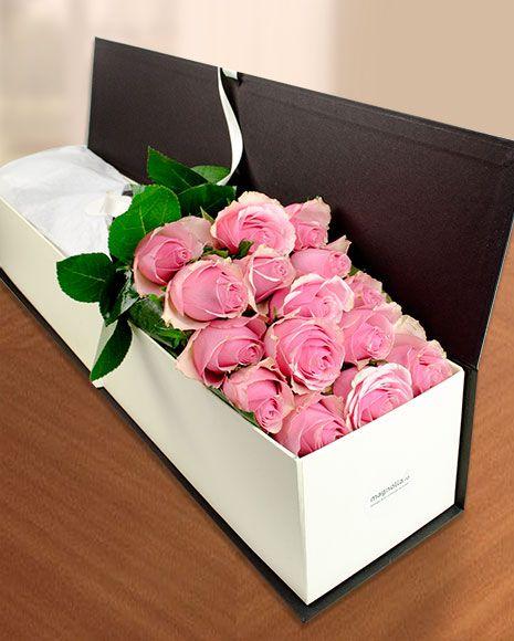 Trandafiri roz in cutie eleganta