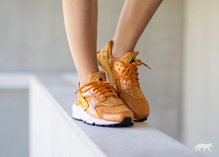 Nike Wmns Air Huarache Run (Sunset / Gold Dart - White - Black)
