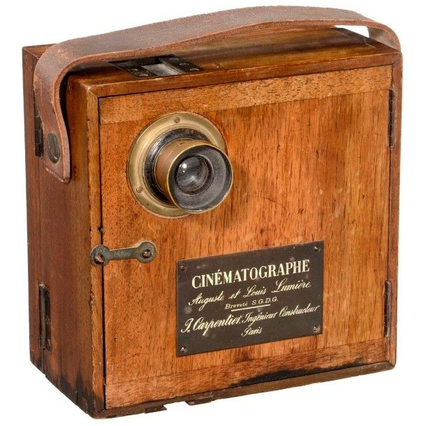 """Sensational Milestone: """"Cinématographe Lumière"""", from 1895 Carpentier, Paris. Early 35mm movie camera for film with Edison perforation, handcranked, mechanism mounted on brass plate, signed: """"J. Carpentier,… - Auction Team Breker - 21/03/2015"""