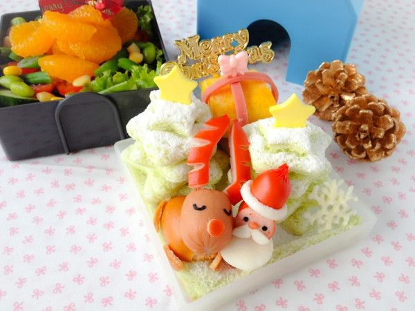 A Christmas Bento from Shirley  An early Christmas Bento for this year! In less than a month, it will be the festive season!~~。∠(゚∇゚)☆  This time I made Santa Claus and reindeer. :) I paired this Christmas sandwich bento with a fruit and vegetables salad side.  I was using the Maison De Lunch bento box. A super cool two-tiered bento box shaped as a house! One of the most fun bento boxes I own!  http://en.bentoandco.com/blogs/news/10489593-a-christmas-bento-from-shirley