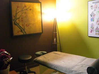 Google Image Result for http://www.fourpeakschiropractic.com/images-new/Massage-Room.jpg