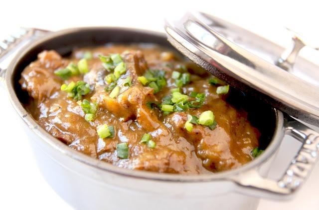 La Cuisine de Bernard: La Carbonade Flamande. De la viande cuite à la bière... Un plat en sauce qui mijote lentement, à préparer la veille idéalement.