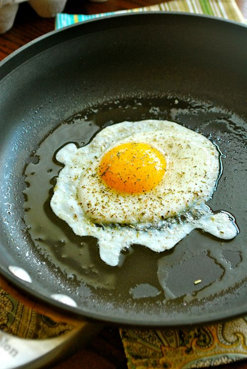 How to fry an egg... something I need to learn how to do (all I can do now is scramble them).