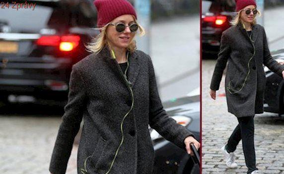 Styl podle celebrit: Mladistvý zimní outfit podle Naomi Watts