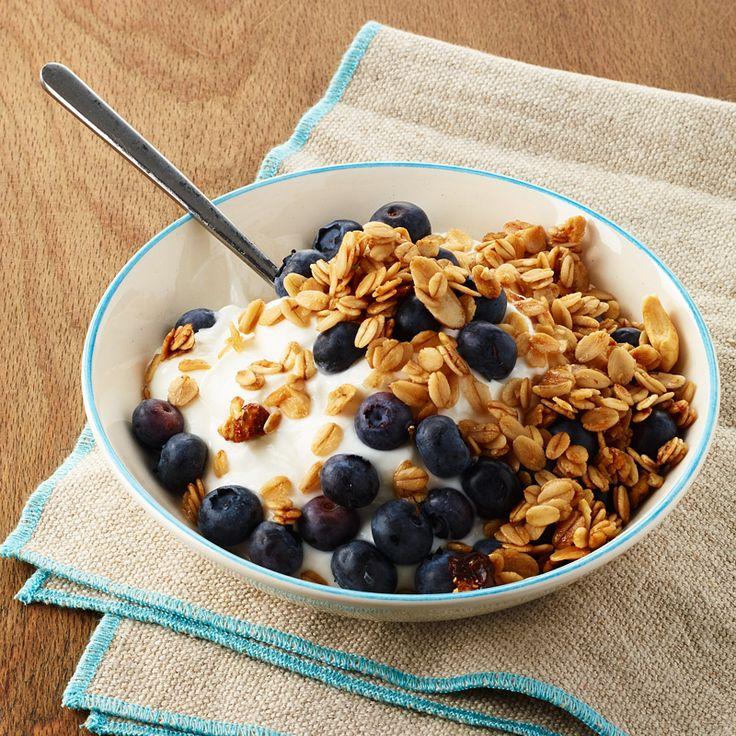 Yogurt with Blueberries and Granola | Weight Watchers