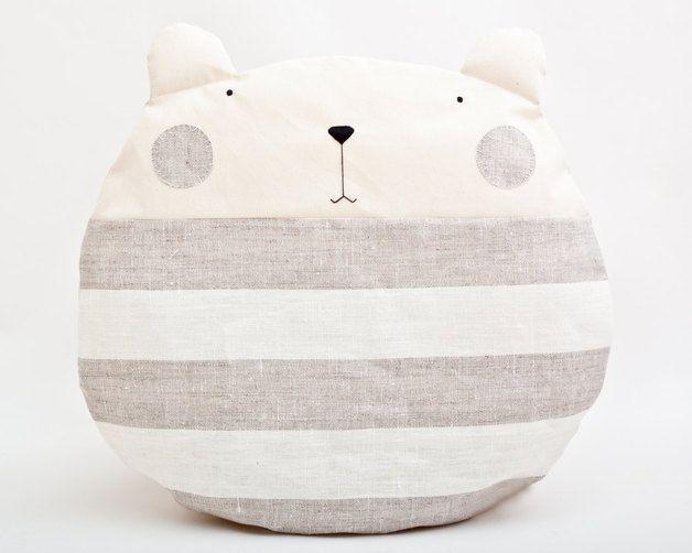 Süßes Bärchen-Kissen, Wohndeko / home decoration, cute bear pillow by JuliaWine via DaWanda.com