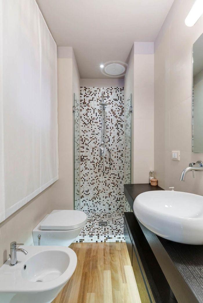 modèle salle de bain en longueur avec petite cabine de douche en ...