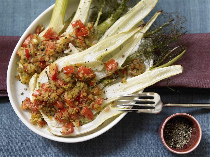 Überbackener Fenchel - mit Tomatenkruste - smarter - Kalorien: 98 Kcal - Zeit: 10 Min. | eatsmarter.de