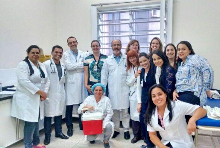 Procedimento foi realizado com sucesso e envolveu diversas equipes do hospital  O Hospital das Clínicas da Faculdade de Medicina de Botucatu (HCFMB) realizou seu primeiro Transplante Autólogo de Medula Óssea (TMO). O procedimento, feito em uma paciente do sexo feminino de 61 anos, foi cuidadosamen