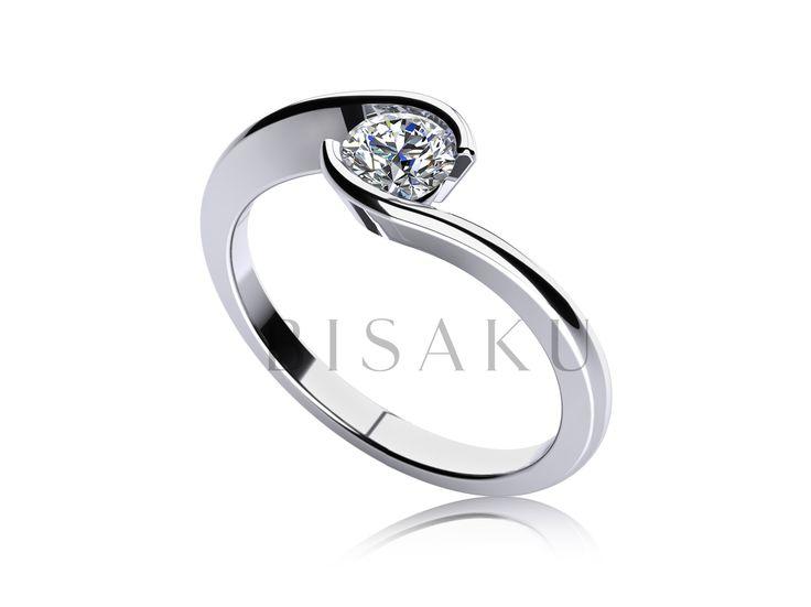 C6 Hledáte elegantní zásnubní prsten, který se vyznačuje moderním designem a nemá vystupující korunku? Pak je právě tento prsten tou správnou volbou. Netradiční pojetí zasazení kamenu, vás na první pohled zaujme svojí dynamičností a originalitou. #bisaku #wedding #rings #engagement #svatba #zasnubni #prsteny