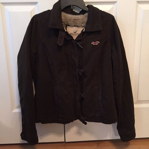 HOLLISTER coat Barely worn, super warm and furry Hollister coat. In good condition! Will accept reasonable offers! Free gift with this coat purchase!! Hollister Jackets & Coats